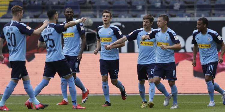 Alassane Plea Incaran Manchester United Cetak Gol Kilat di Bundesliga