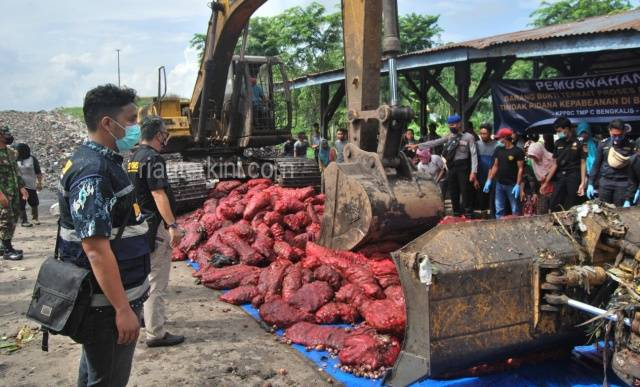 1.115 Karung Bawang Merah Asal Malaysia Dimusnahkan BC Bengkalis