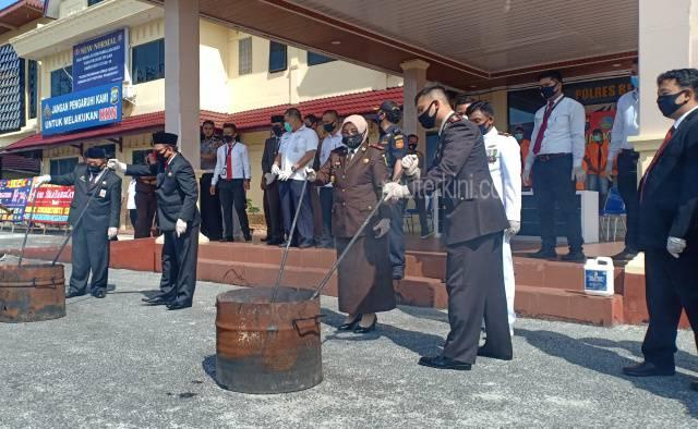 Polres Bengkalis Musnahkan 13,5 Kg Ganja