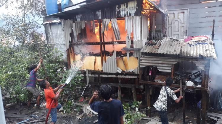Tujuh Rumah Warga Kampung Dalam Dilalap si Jago Merah