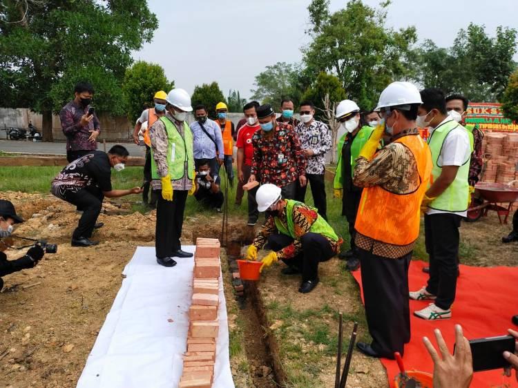 Wabub Rohil Letak Batu Pertama Pembangunan Mushalla Al-Haq Kejari Rohil