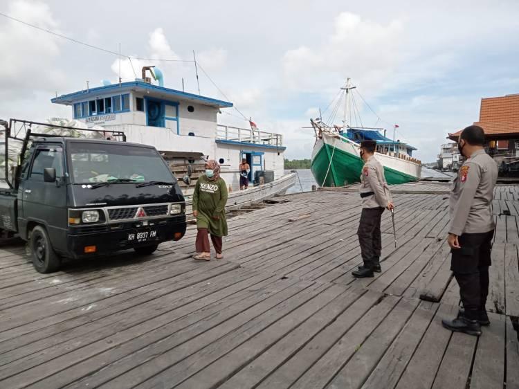 Pantau Aktifitas Masyarakat Kapolres Seruyan Datangi Pelabuhan KP3 Kuala Pembuang
