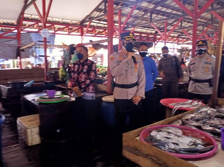 Kapolres Seruyan Turun Langsung Berikan Himbauan di Pasar Saik