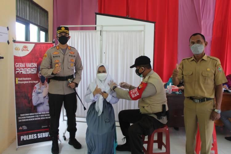 Kapolres Seruyan Meninjau Pelaksanaan Vaksinasi di SMK Negeri 1 Kuala Pembuang