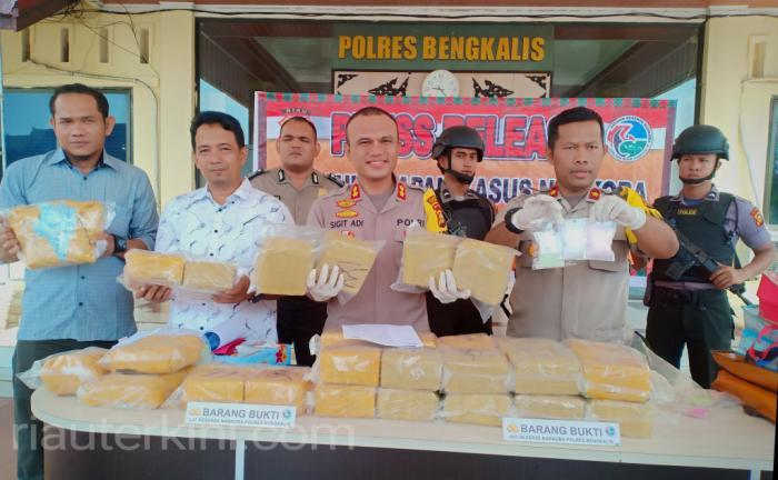 Kurir27,1 Kg Sabu dan 19.463 Butir Pil Ekstasi di Roro Air Putih, Bengkalis Ditangkap