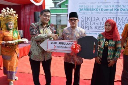 Pemko Dumai Terima Bantuan Ambulance Bank Riau Kepri